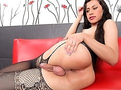 Mariana is one hot sexy tranny wanting some dick!