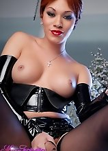 Hot Mia Isabella Posing In Hot Leather Costume